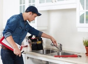 professional-plumber-reparation-kitchen